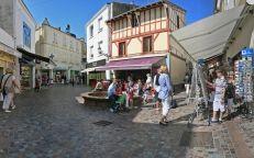 Rues piétonnes des Sables d'Olonne - Crédit P. O. Grolleau