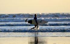 Surf aux Sables d'Olonne - Crédit Matthieu Dixte